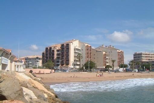 Appartement très bien situé entre la plage et le port de Fréjus parking Privé, Ferienwohnung in Fréjus