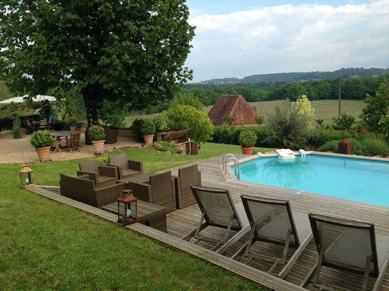 Maison de charme avec piscine en dordogne, holiday rental in Saint-Martin-de-Fressengeas