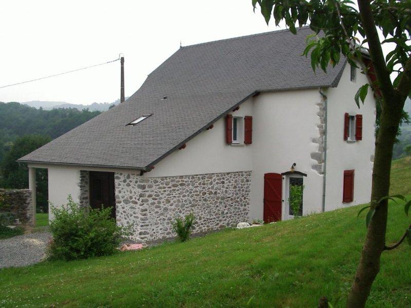 GITE 'BISCAY' à SAUGUIS au PAYS BASQUE CONFORT et CONVIVIALITE, vacation rental in Mauleon-Licharre