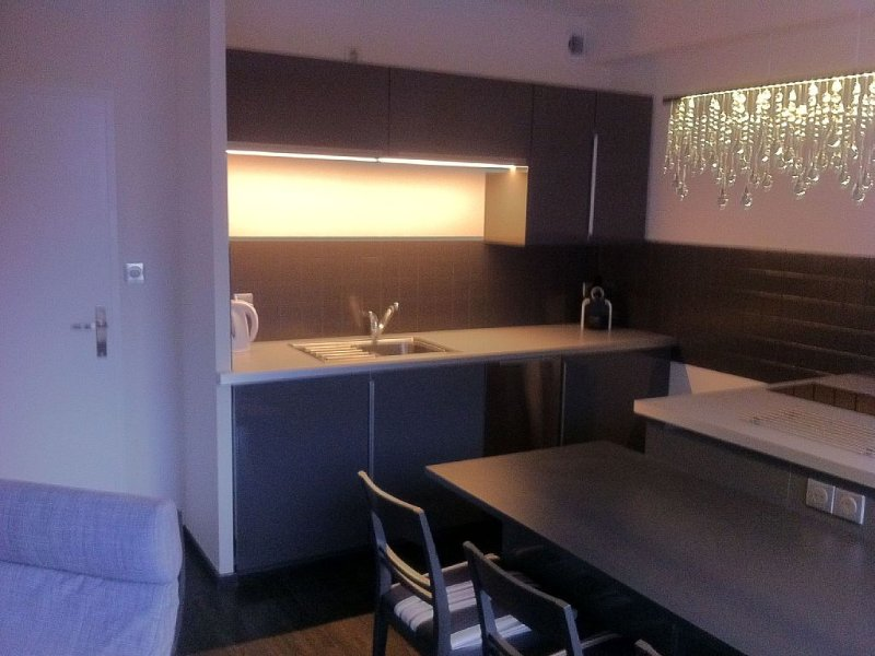 Appartement 4/6 pers lumineux, vue montagne, en plein centre de Cauteret, location de vacances à Cauterets