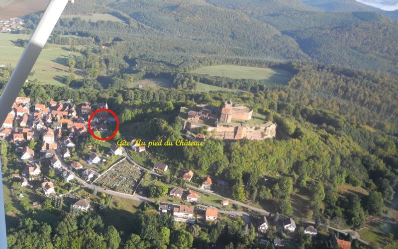 Gîtes de vacances situé au pied du château du Lichtenberg, Château du XIII°s., casa vacanza a Lichtenberg