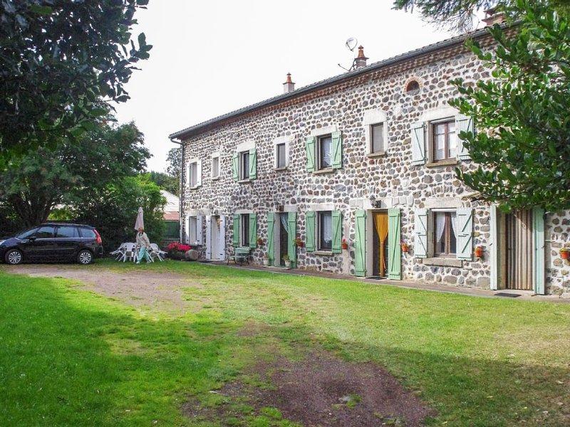 Appartement au cœur d'une ferme, 2 chambres, 6 couchages, bien équipé, holiday rental in Le Bouchet St Nicolas