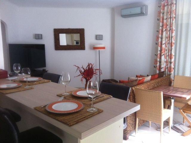 Appartement 3 pièces climatisé 40m de la  plage,Wifi,emplacement parking, Ferienwohnung in Fréjus