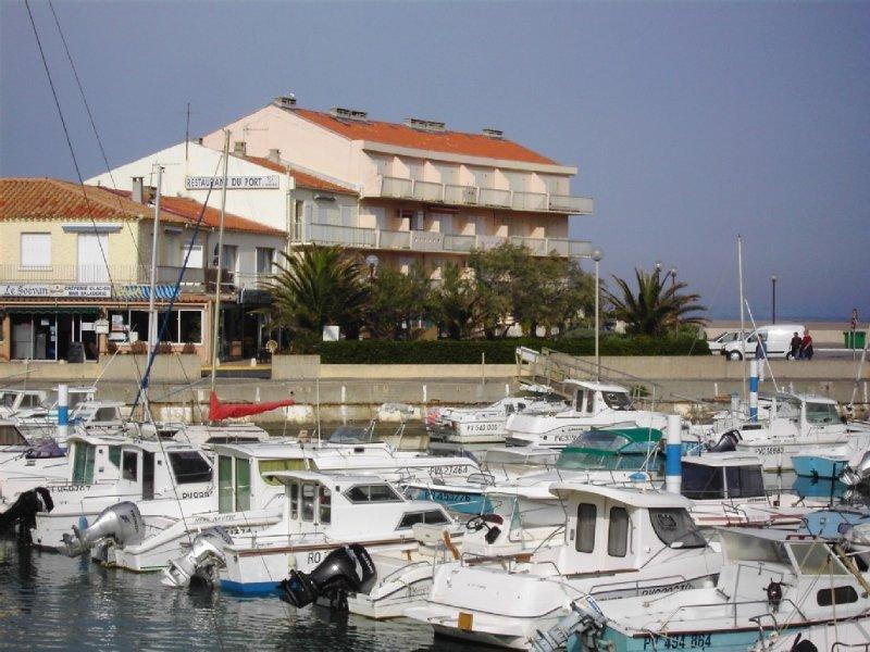 appartement t3 bord de mer pour 6 personnes à Saint Pierre la mer, parking privé, holiday rental in Fleury