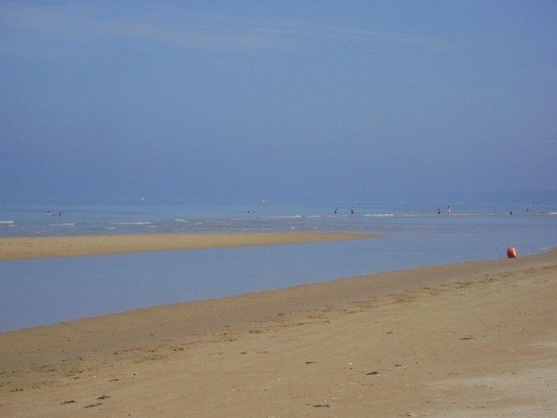 Chalet bord de mer tout confort proche des plages du débarquement en Normandie, holiday rental in Grandcamp-Maisy