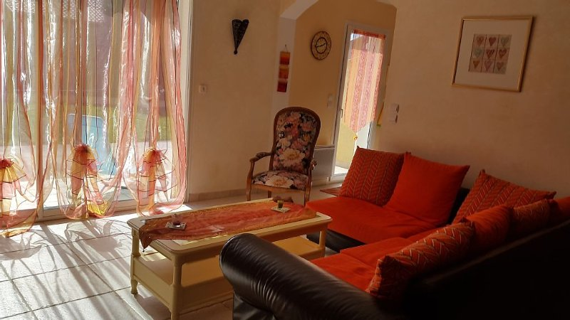 Jolie villa récente 6pers trés belle vue  entre Lubéron et Gorges du verdon, vakantiewoning in Les Mees