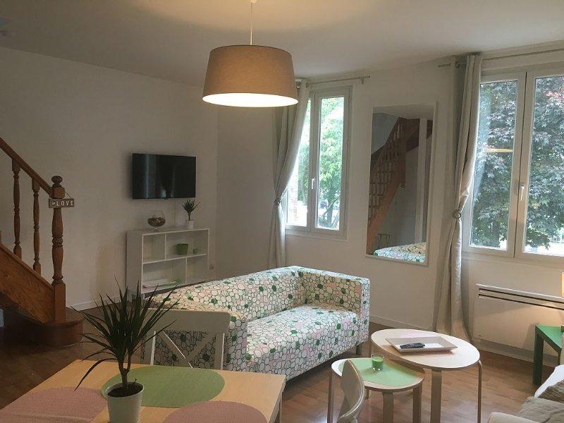 Le Grand Duplex: 90m2  au coeur d'Honfleur, WIFI, parking privé possible, alquiler vacacional en Honfleur