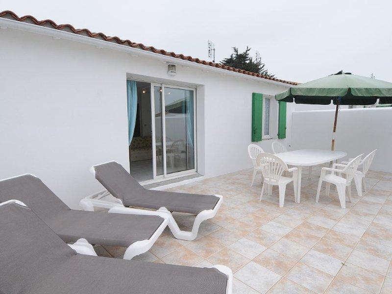 Belle maison à 80m de la plage secteur, avec grande terrasse au calme, holiday rental in Rivedoux-Plage