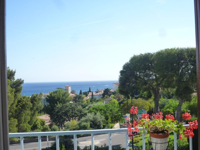 Bel apart .cap spacious 70m2 4/6 Pers. SEA grd grd lounge balcony WIFI PARKING, vacation rental in Cassis