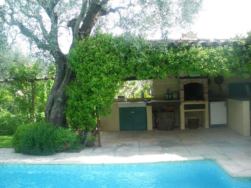 Maison de charme 4p avec, piscine, cuisine d'été, jardin, privés ., Ferienwohnung in Vence