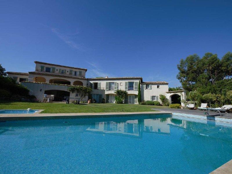 Villa standing, vue mer & collines, tennis privé, piscine, spa, A/C, 7ch./14pers, location de vacances à Sainte-Maxime