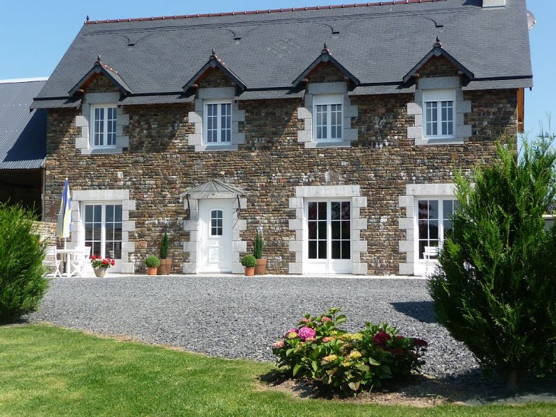 Normandie (Manche) GITE de CHARME 160 m2 spacieux, confortable, jardin clos, holiday rental in Manche