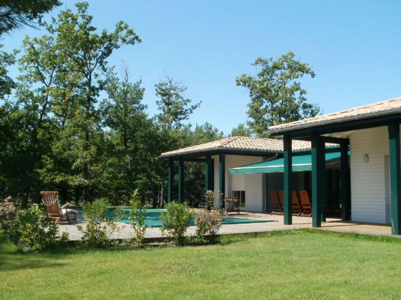 LA VILLA VERTE - VILLA LUXUEUSE AVEC PISCINE CHAUFFEE, holiday rental in Le Temple