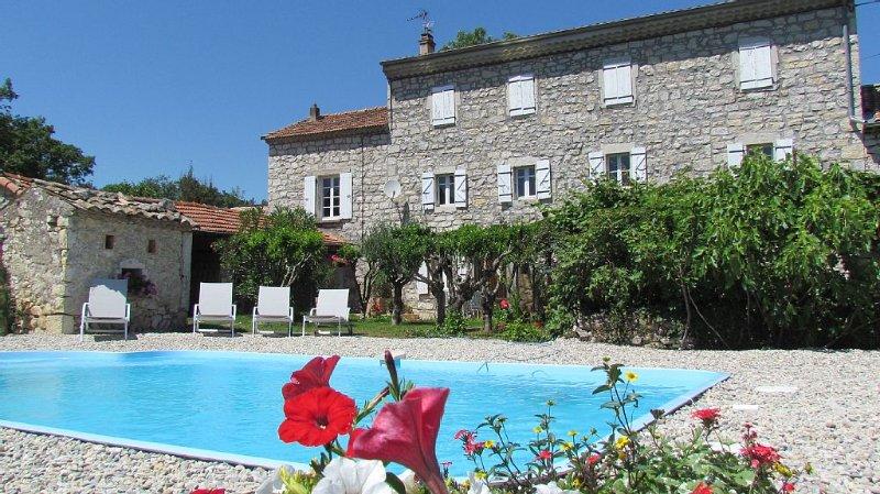 Maison  de Caractère pour 12 personnes, PISCINE PRIVEE, location de vacances à Villeneuve-de-Berg