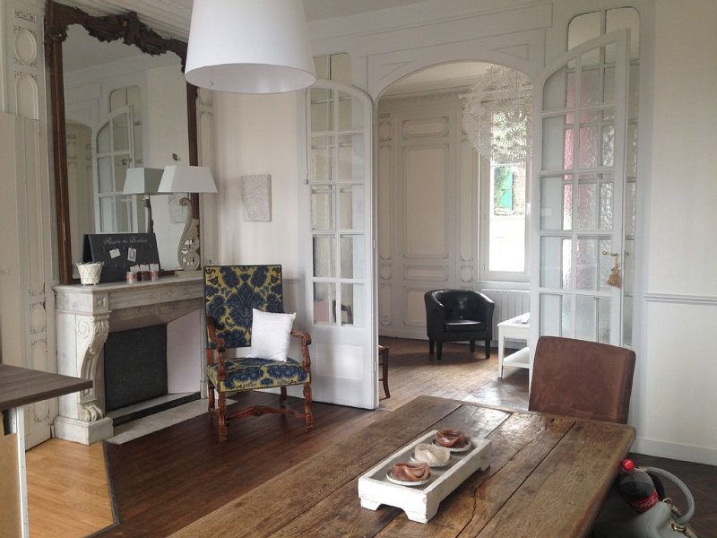 La Roseraie, grand 2 pièces, jardin, parking poss. , en plein coeur de Honfeu, holiday rental in Honfleur