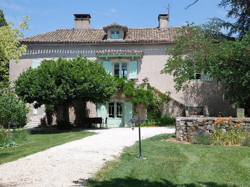 Maison de charme du 18eme siècle, vacation rental in Pradines