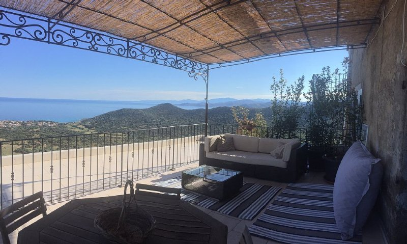 Monticello - Apartment in village house - Terrace - superb sea view, vacation rental in Monticello