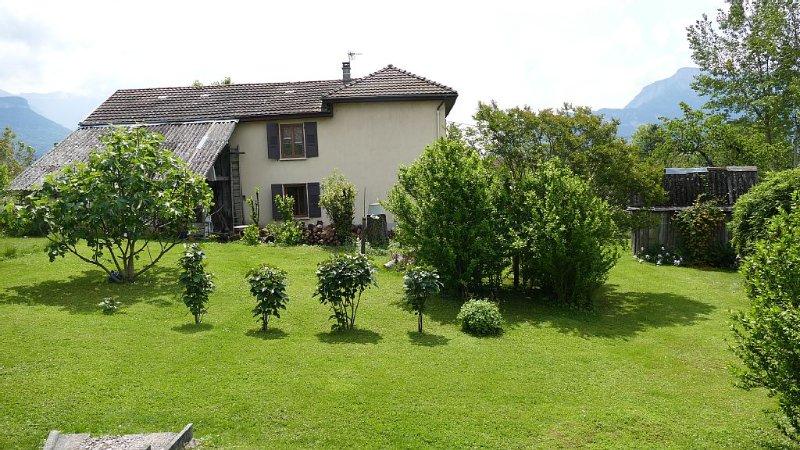 Maison indépendante à la campagne dans les Alpes pour 4 personnes, wifi gratuit, holiday rental in La Sure en Chartreuse