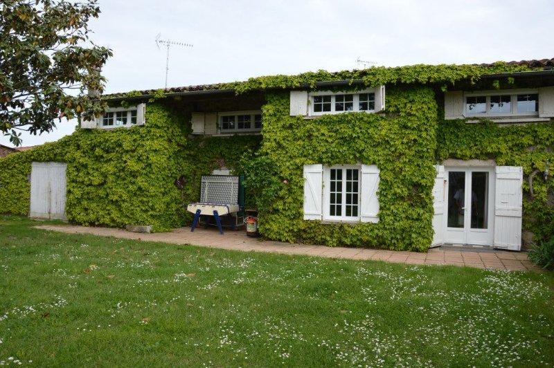 GITE 8-15 Pers Réservez vos WE & vos vacances au soleil dans le  QUERCY BLANC, holiday rental in Monteils