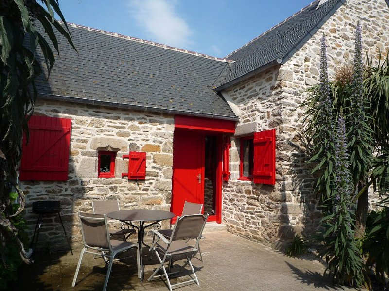 Breton house beautifully decorated facing a white sandy beach .., casa vacanza a Ile-de-Batz