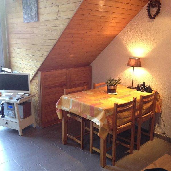 Appartement T3 en duplex au calme dans le village., holiday rental in Azet