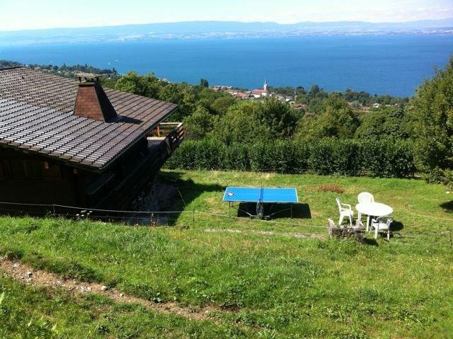 Vaste chalet, vue lac imprenable à proximité d'Evian les Bains, holiday rental in Saint-Paul-en-Chablais