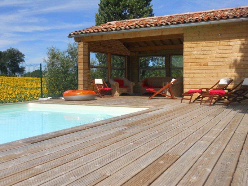 'LES SOUCHES' Maison, design et charme, à Dignac avec Piscine Chauffée, vacation rental in Rougnac