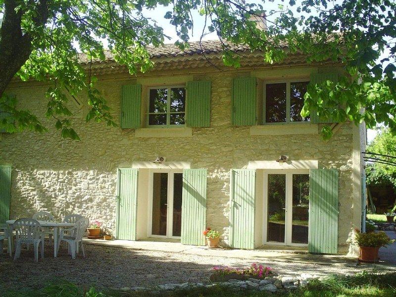 Mas provençal rénové dans la campagne Aixoise, avec jacuzzi (spa), vacation rental in Aix-en-Provence