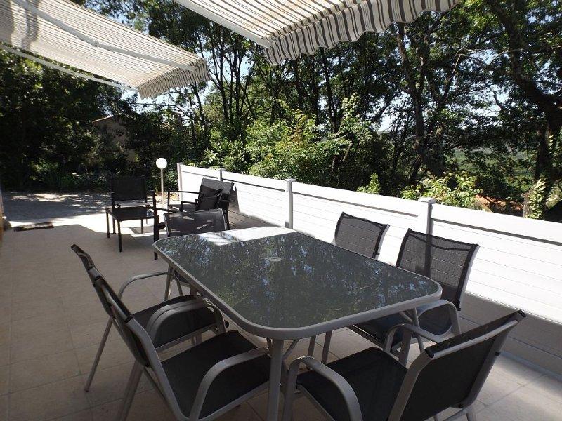 F3, tout confort avec terrasse et jardin privés, location de vacances à Montauroux