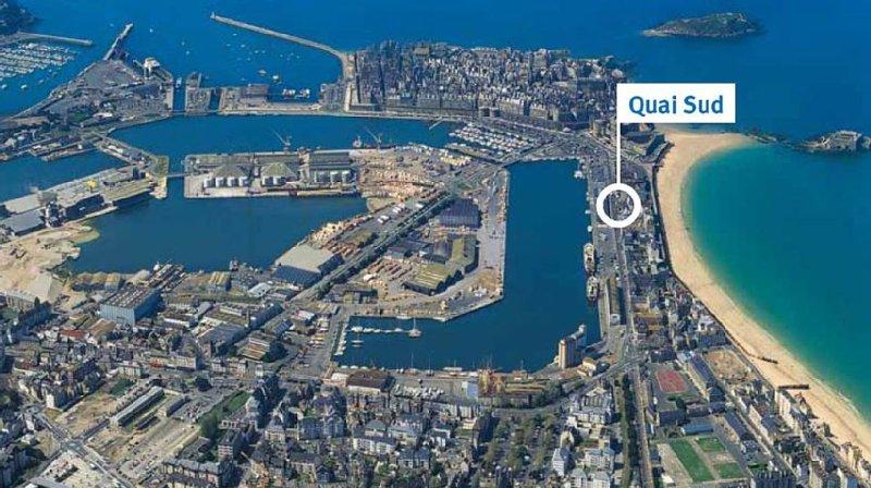 Emplacement central de Quai Sud ( plage du sillon à 75 m et Remparts 300 m)