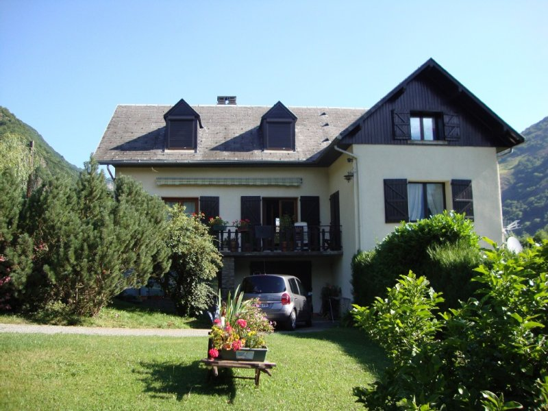 APPARTEMENT- NEAR LUCHON, vacation rental in Bagneres-de-Luchon