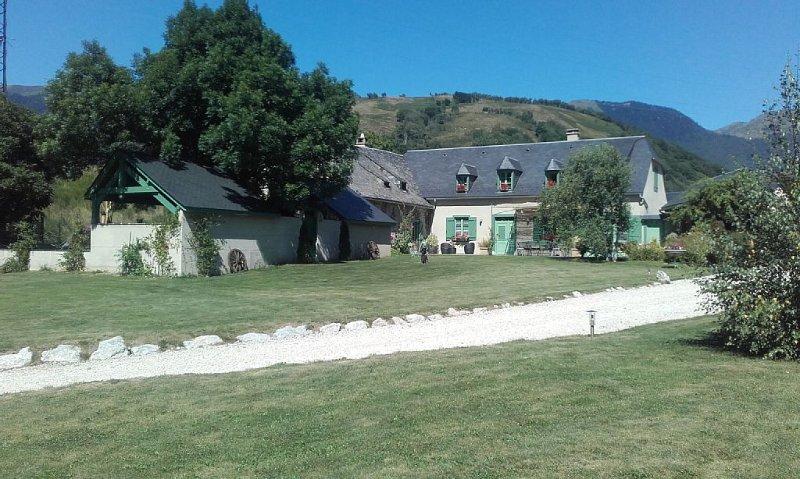 Grange rénovée en gite/maison/chalet, holiday rental in Gouaux