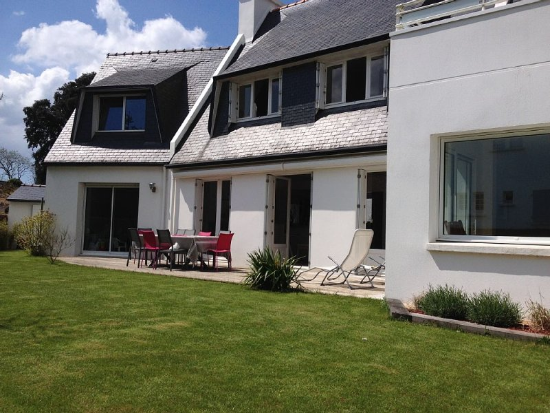 Grande Villa Confortable au Coeur du Village Ile Tudy Historique, à 50m la Plage, location de vacances à Île-Tudy
