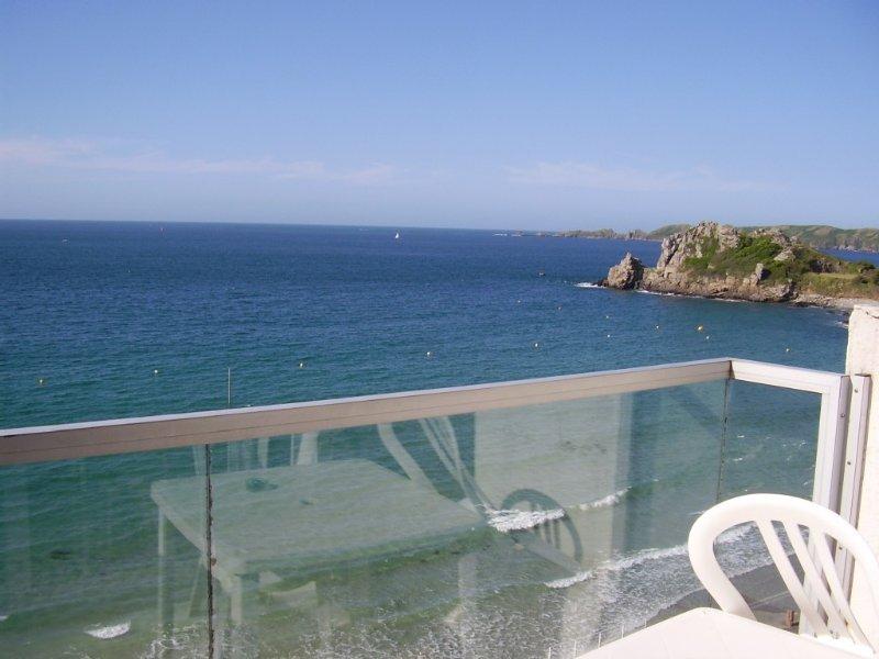 APPARTEMENT A TRESTIGNEL Les Pieds Dans L'eau  PERROS GUIREC  22700, location de vacances à Perros-Guirec