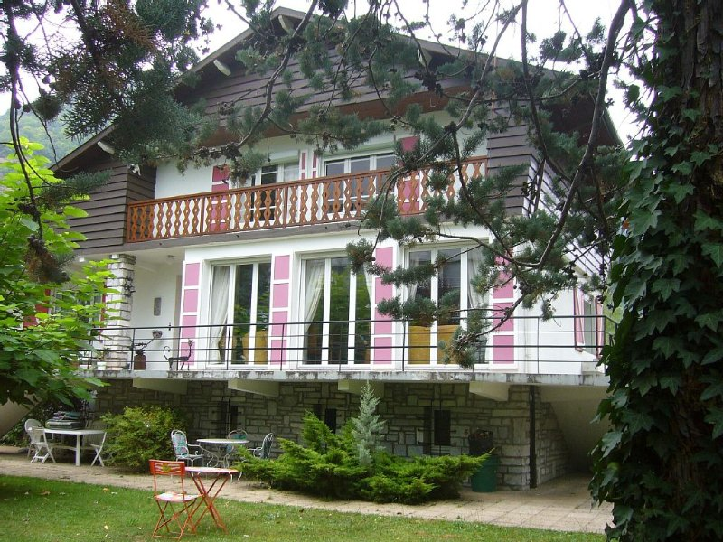 Maison du Dahu: Detached house for 2 to 10 people, pets,, vacation rental in Bagneres-de-Luchon