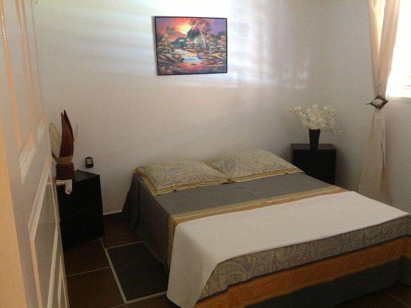 Offre spéciale  395€ la semaine pour 2 pers du 01/01 au 30/04/20 soit 6 nuitées., vacation rental in Sainte Rose