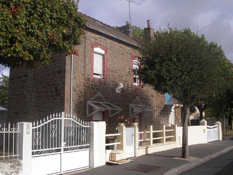 Maison dans quartier résidentiel calme, proche de tous commerces et de la plage, aluguéis de temporada em Saint-Malo