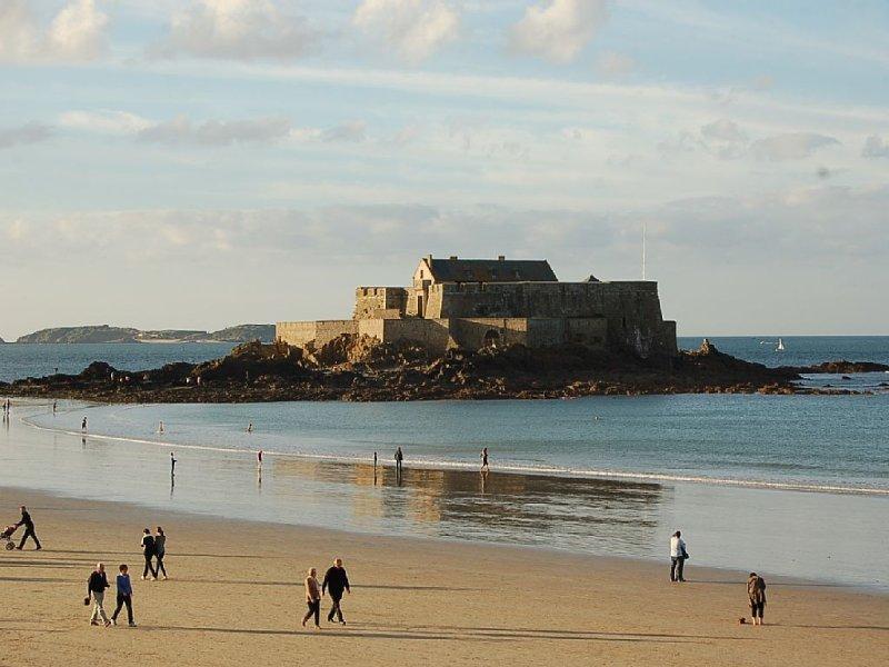 Promenade sur la plage à mi-marée (à 10 minute à pied