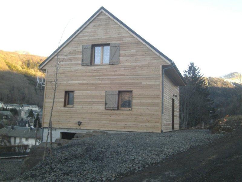 Chalet neuf 2013 , tout confort , wifi , accessibilité de plein pied, holiday rental in Le Mont-Dore