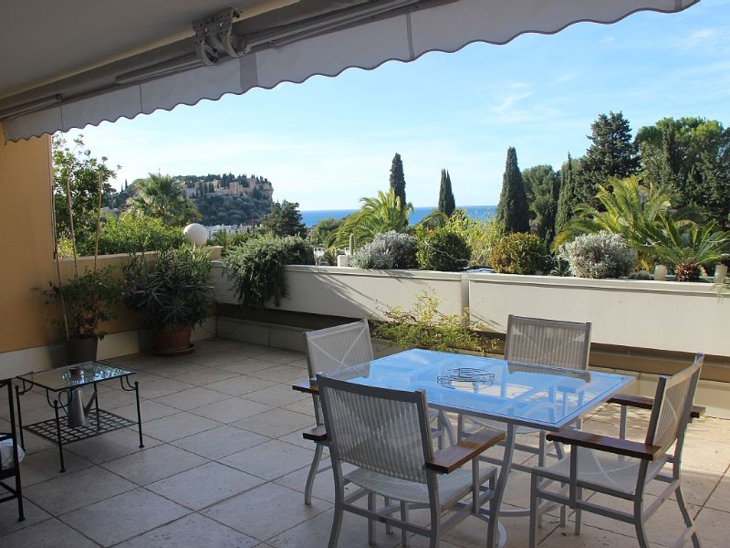 Très bel appartement dans résidence de standing, à 5 minutes à pied du port, holiday rental in Cassis