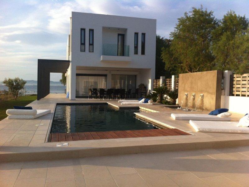 Sublime Villa d'architecte sur La plage, vacation rental in Saronic Gulf Islands
