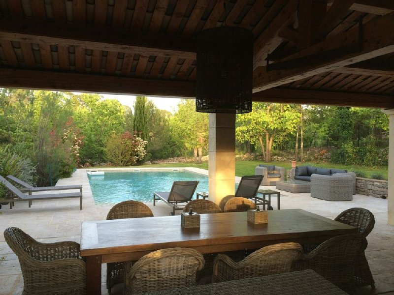 Beautiful and quiet house with pool. 5 bedrooms. 4000m2 garden, holiday rental in Les Arcs sur Argens