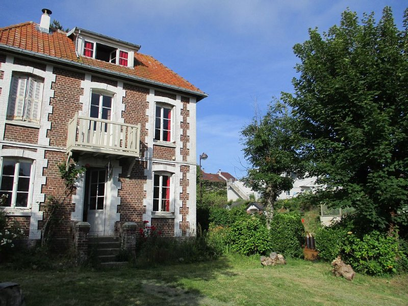 charming house disabled access overlooking the sea barbucue Pets, holiday rental in Quiberville