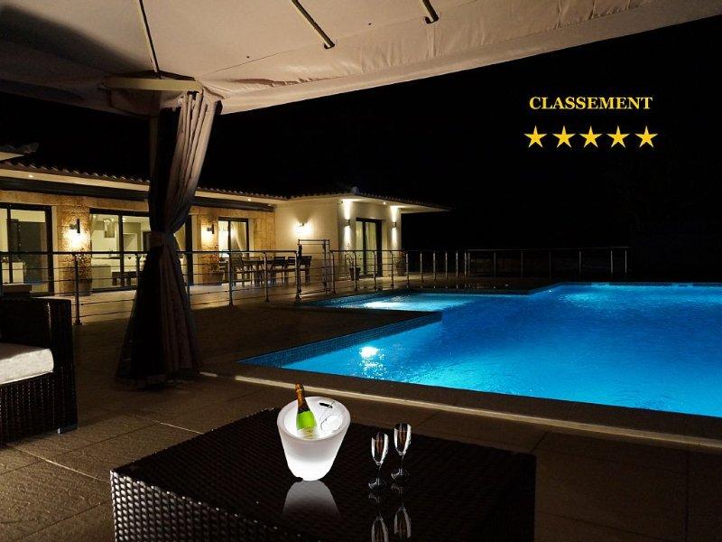 LUXURY VILLA 230m² 13X6 HEATED POOL - 4 BEDROOMS 4 SDB - CLOSED 5 *****, aluguéis de temporada em Porto-Vecchio