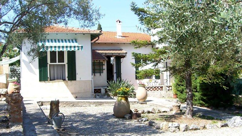 Villa Provençale Cannes-Le Cannet /Calme,Grand Jardin,Parking ,Plages à 10mns, casa vacanza a Le Cannet