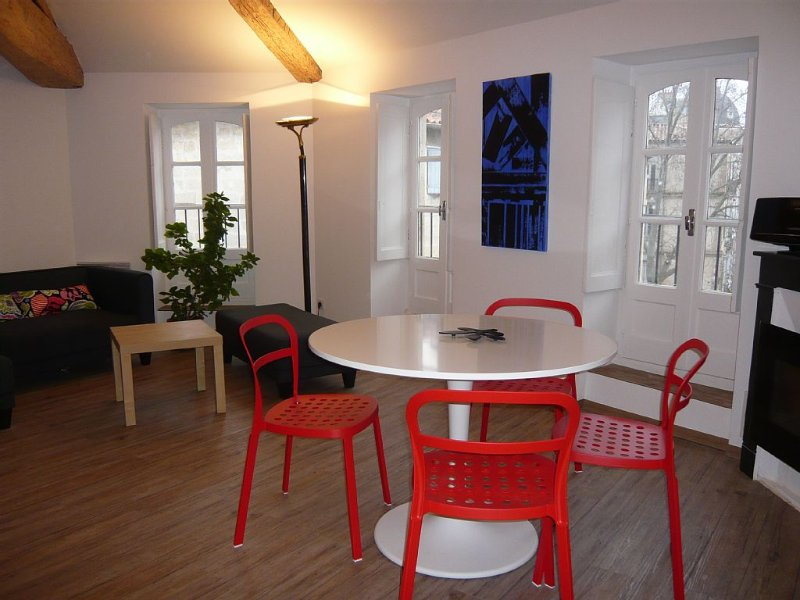 Calme, Central et Ensoleillé, vue dégagée- 3*, holiday rental in Montpellier