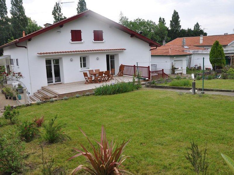 Idéal 2 familles 2 appartements dans villa rénovée 2013  jardin 700 m2, holiday rental in Boucau
