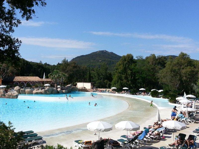 Super vue Mer- baie Saint-Tropez dans village club Restanques Pierre & Vacances, vacation rental in Port Grimaud