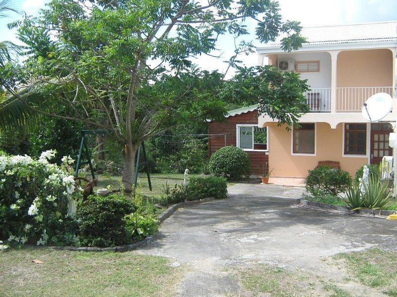 Appartement à proximité des plages, pour 2 à 4  personnes, entièrement équipé., location de vacances à Sainte-Anne
