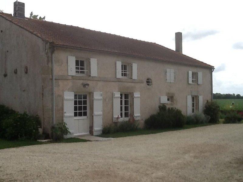 Maison de campagne à 10 mn de la mer(Cote Atlantique), référencée 3 étoiles, holiday rental in Le Thou